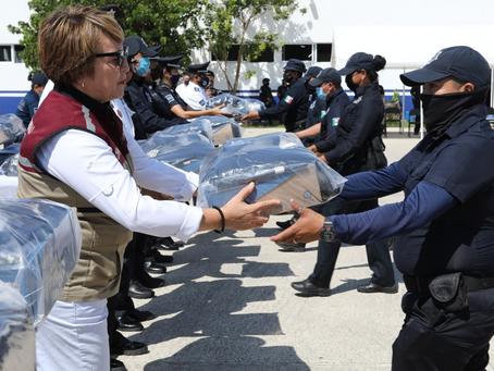 Gobierno de Solidaridad equipa a policías con nuevos uniformes