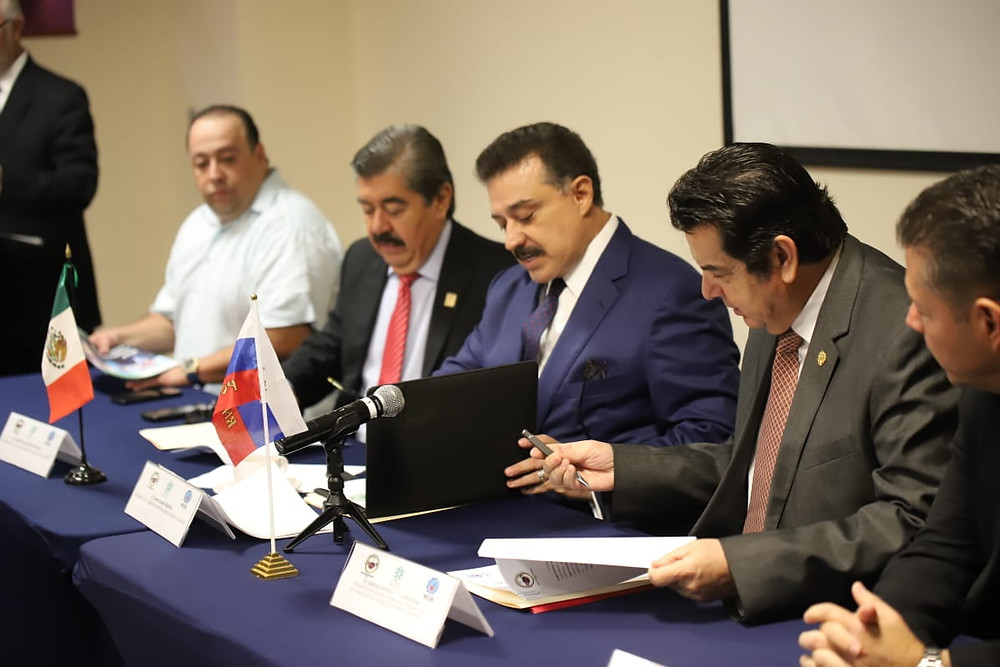 Carlos Lomelí Bolaños, firma de convenio comercial jalisco euroasia