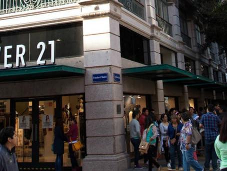 Empleado de Forever 21 acosa a joven en vestidor