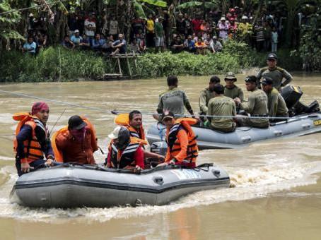 En Indonesia dos naufragios dejan 15 muertos y 20 desaparecidos
