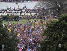 Receso de emergencia en el Capitolio por asalto de manifestantes pro-Trump