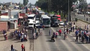 Golpean a trabajadores y cierran carretera Texcoco- Lechería