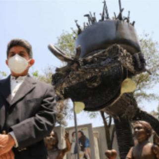 """Develan en CDMX la escultura """"Molino para la paz"""", que se elaboró con 4 mil 700 armas entregadas"""