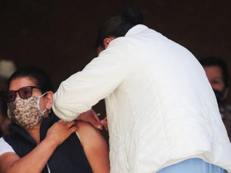 Abuelitos reciben su primera vacuna contra Covid-19 en Nayarit
