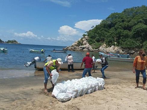 Continúa entrega de apoyos en municipios costeros afectados por Nora