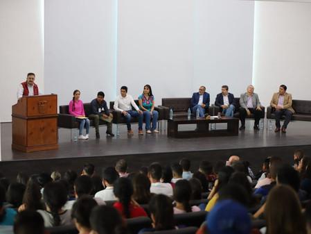 """Continúa apoyos a estudiantes de Jalisco """"como nunca antes en la historia"""": Carlos Lomelí"""