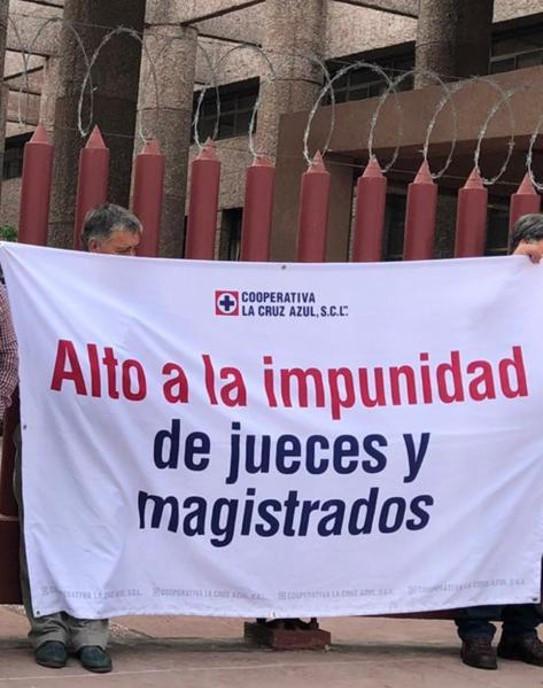 Protesta de cooperativistas de la Cruz Azul