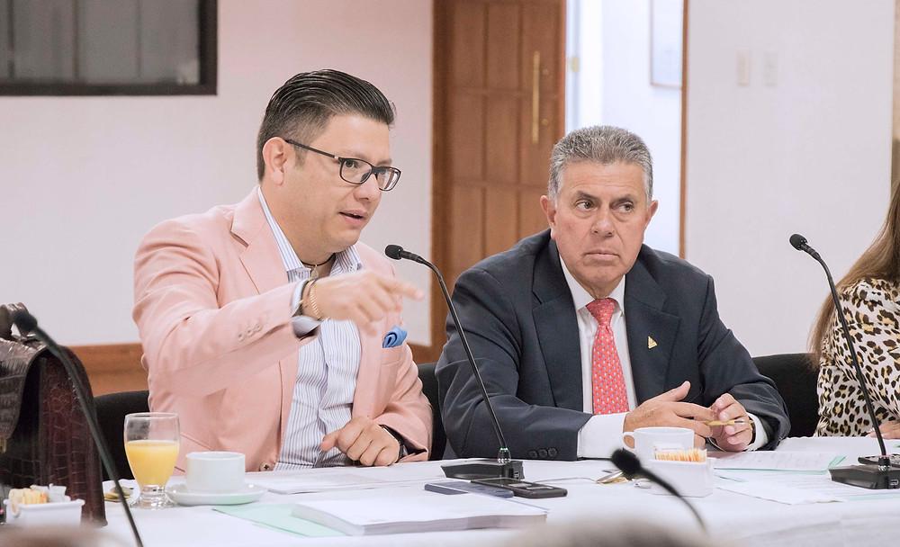 Carlos Cristino Sarabia Díaz en seminario de su despacho Xtrategas.