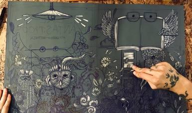 Con materiales de reciclaje, la artista Isabel Tello promueve el arte en Puebla