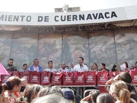 Inédito apoyo a familias de Cuernavaca; el presidente municipal regala 6 mil pollos