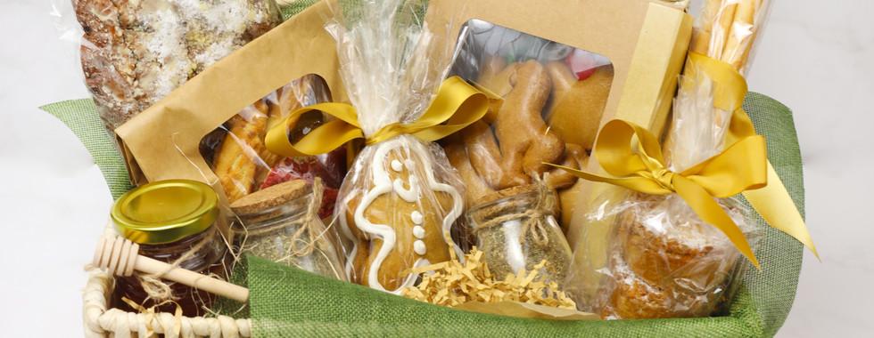 Sarood - Christmas Cake - Gift box 2.jpg