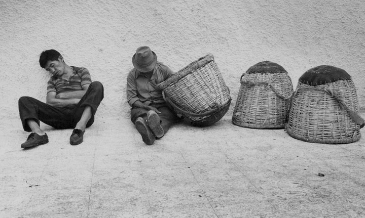 Fishermen and empty baskets in Ecuador