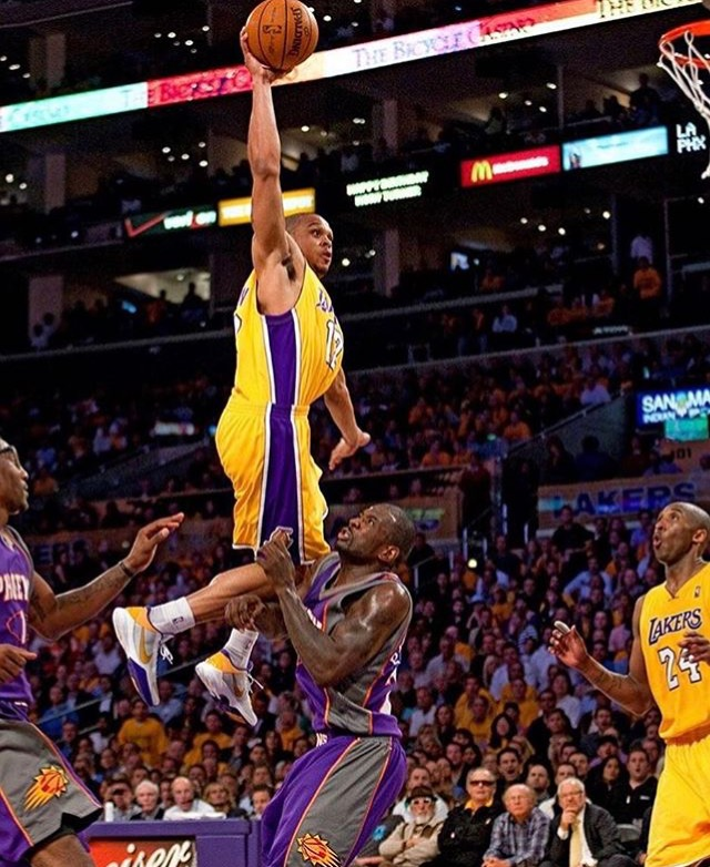 Shannon flying high