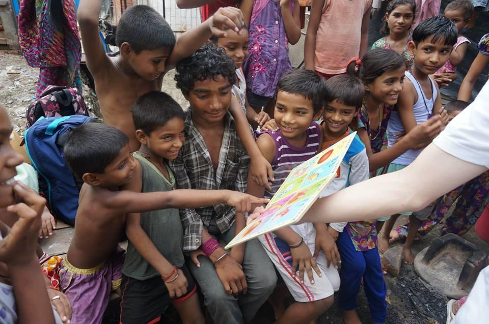 這種喜樂的笑容,在發達國家的小孩身上很難看到。