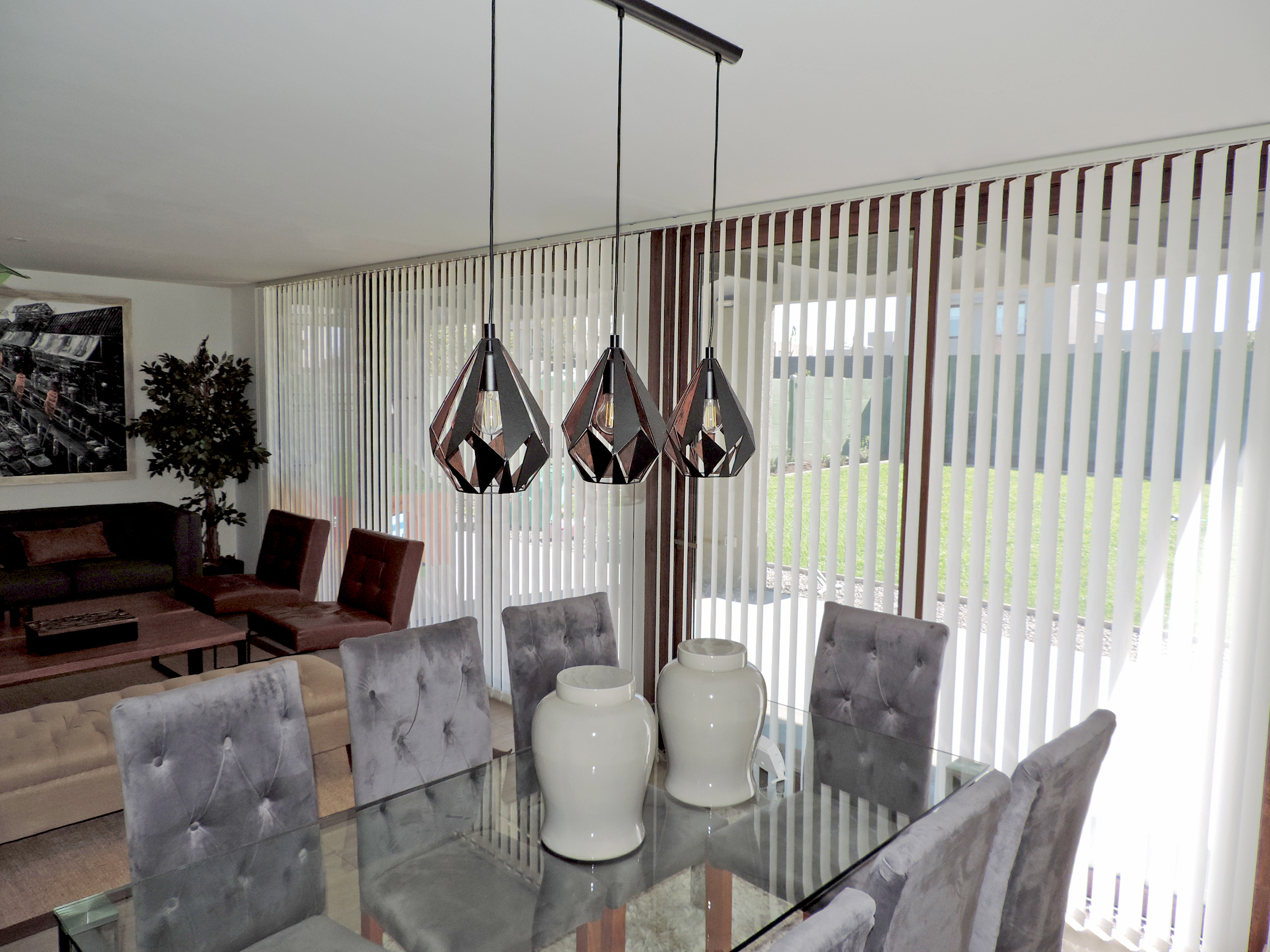 cortina vertical traslucida