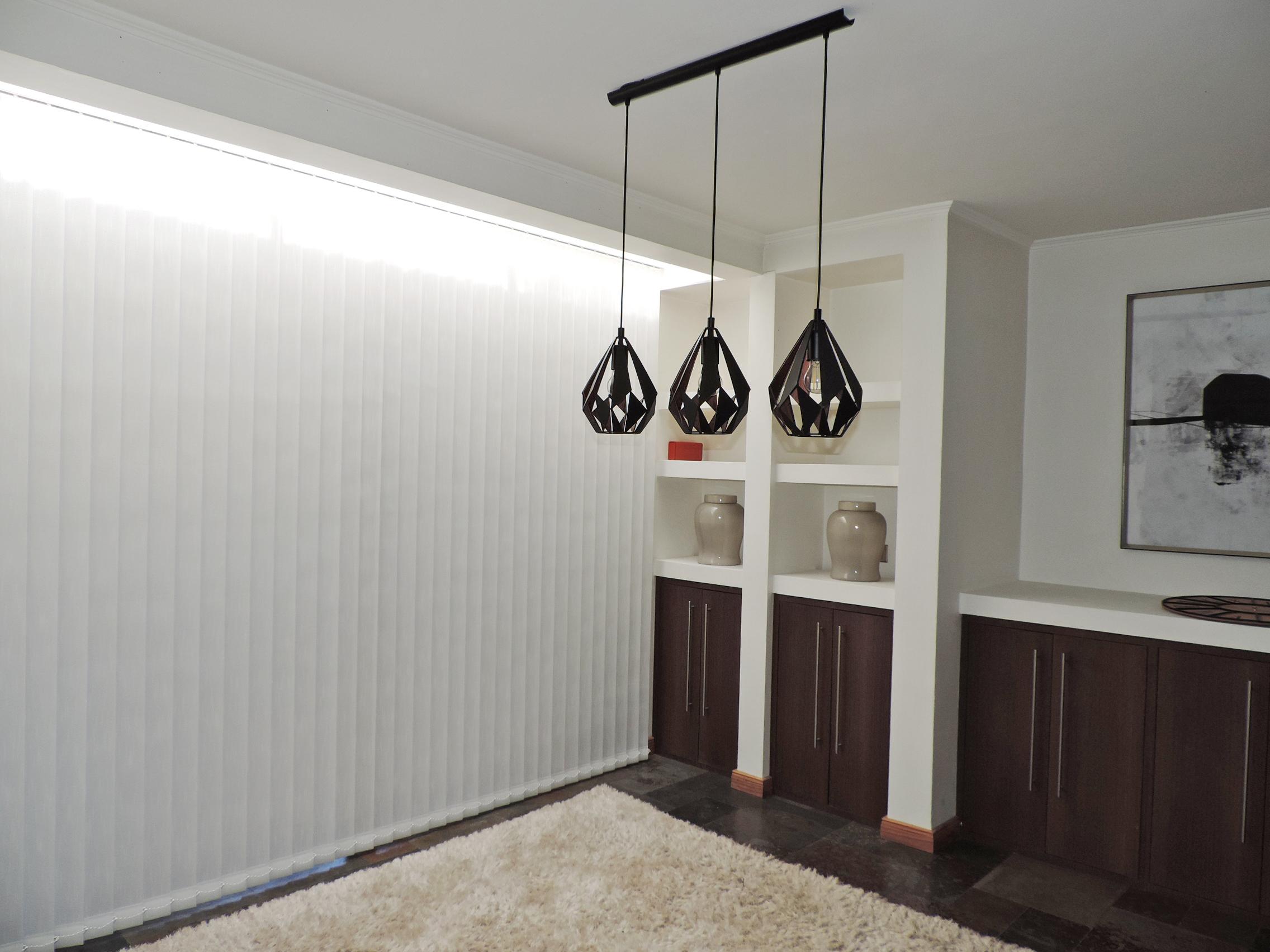 cortina vertical traslucida blanca textu