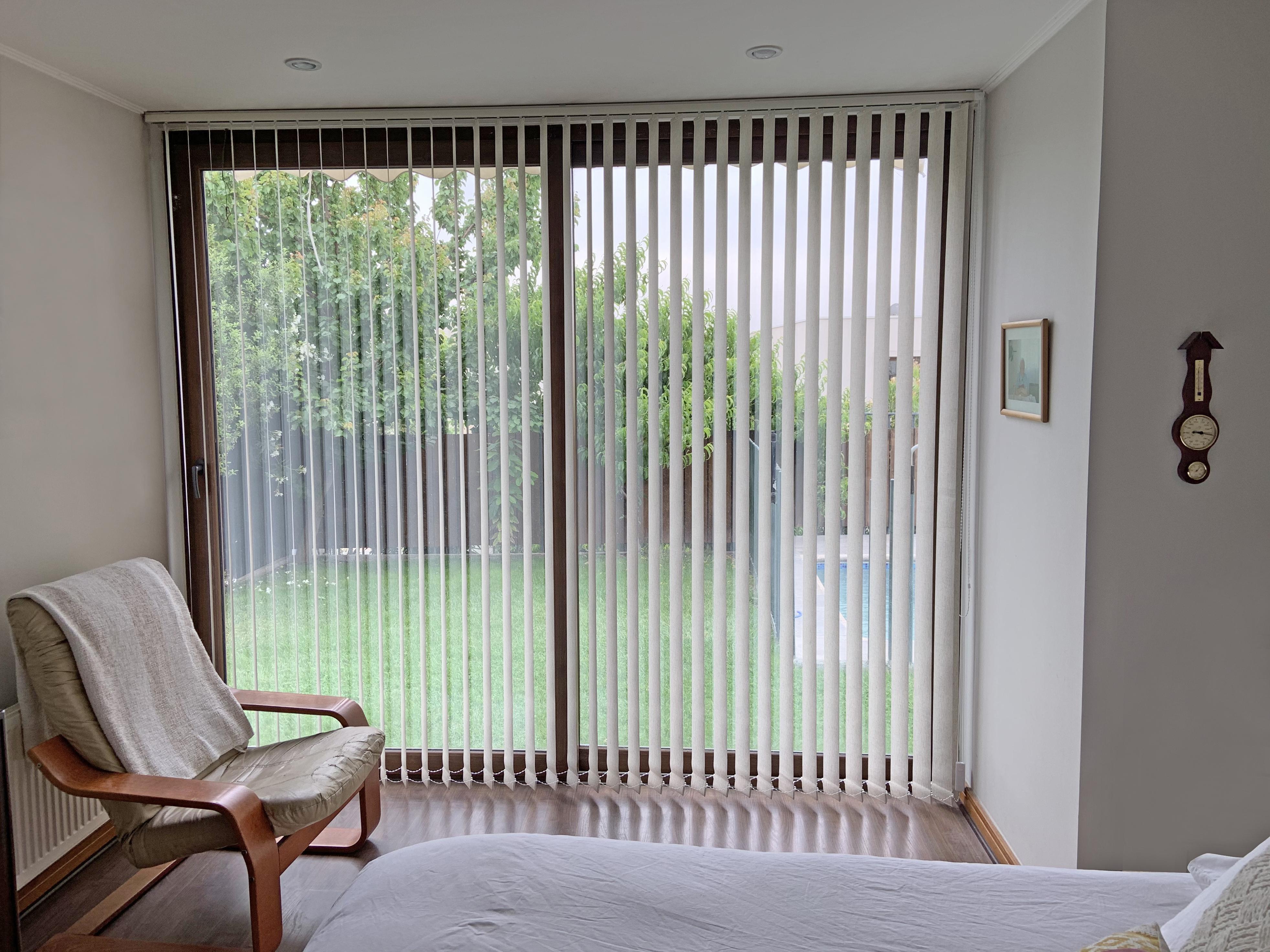 cortina vertical blackout textura