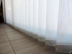 detalle cortina vertical traslucida