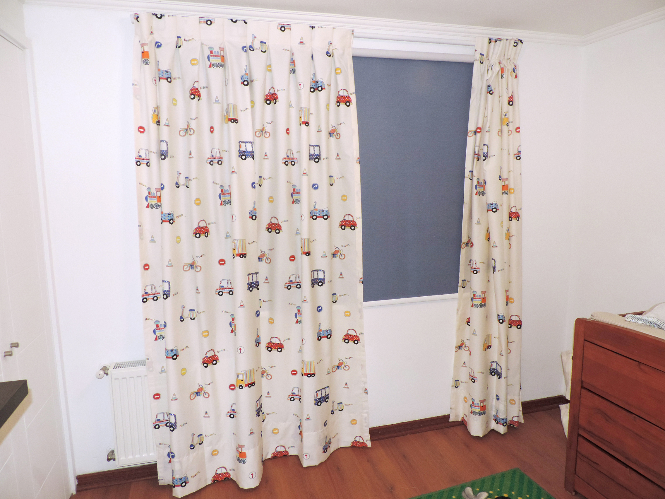 cortina en barra blanca