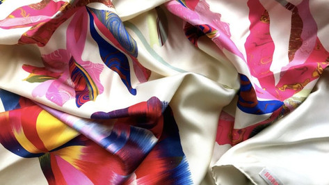 Hermes-marble-silk-collectors-scarf-886x