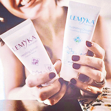 Happy lady with lemyka.JPG