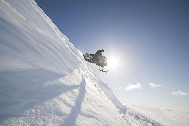 スノーモービルジャンプ