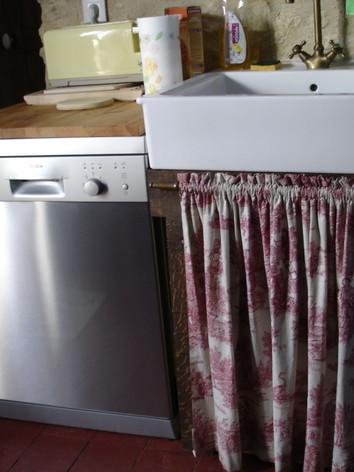 Bosch stainless steel dishwasher , ceramic apron sink