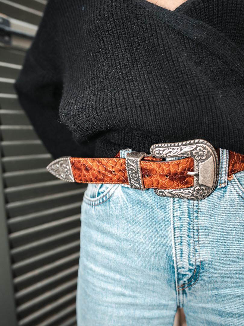 Cintura cuoio stampato.