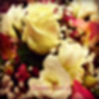 dettaglio mazzo_rose_bianche_fresie_waxf