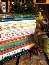 Gemma fiori e libri.JPG