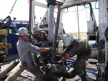 Drilling_Roughnecks_(8744524276).jpg