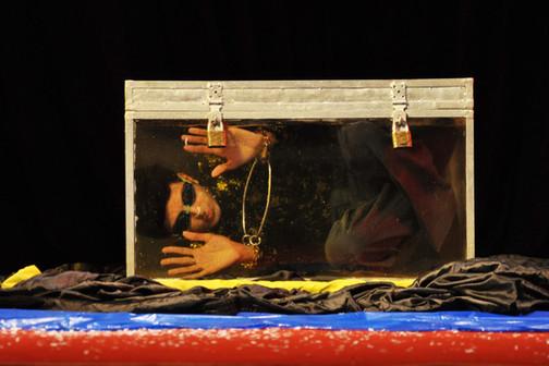 Transparent Water Cell Escape