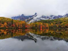 鏡池_紅葉と山霧.JPG