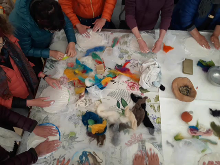workshop de feltro para mulheres de Israel  RAW TouRISMe.  Atelier na Penina.