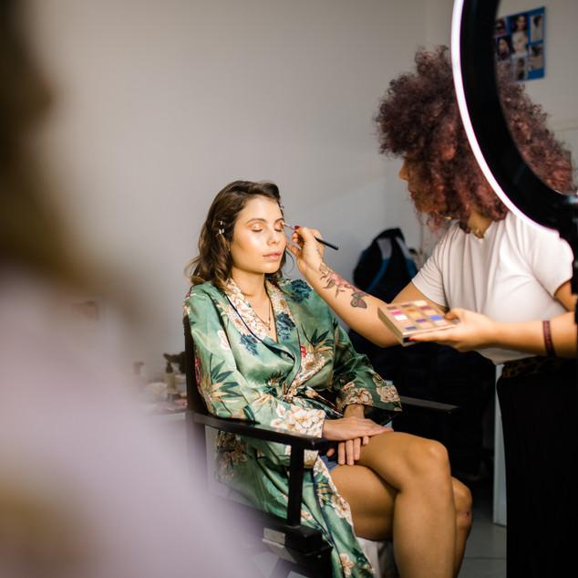 ring light makeup artist