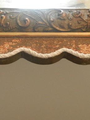 Miroir mouluré (détail) - En cours de restauration