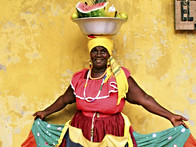 Traje-tradicional-de-palenquera-con-palangana-de-frutas-frescas.jpg