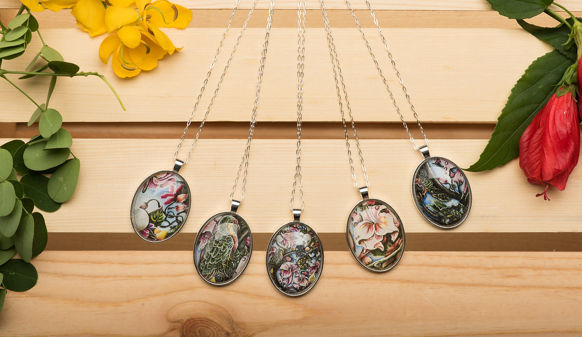 Blooming Strings Veour Necklace