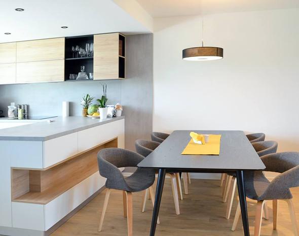 fotografie realizace: kuchyně s jídelním stolem