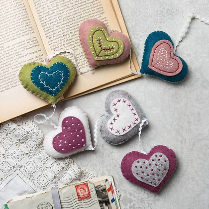 Corinne Lapierre - Vintage Heart Garland Felt Craft Kit