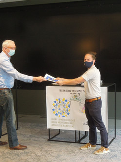 Participants submit the reports from the Assembly's reactive cycle to Pepijn Kennis!
