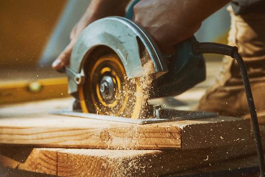 Close-up%20of%20a%20carpenter%20using%20