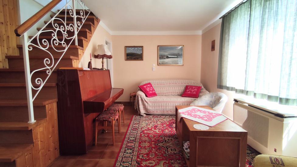 Tágas nappali a kellemes relaxáláshoz