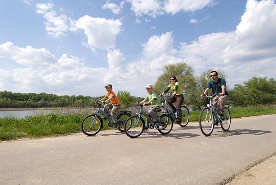 Kerékpártúra a gáton