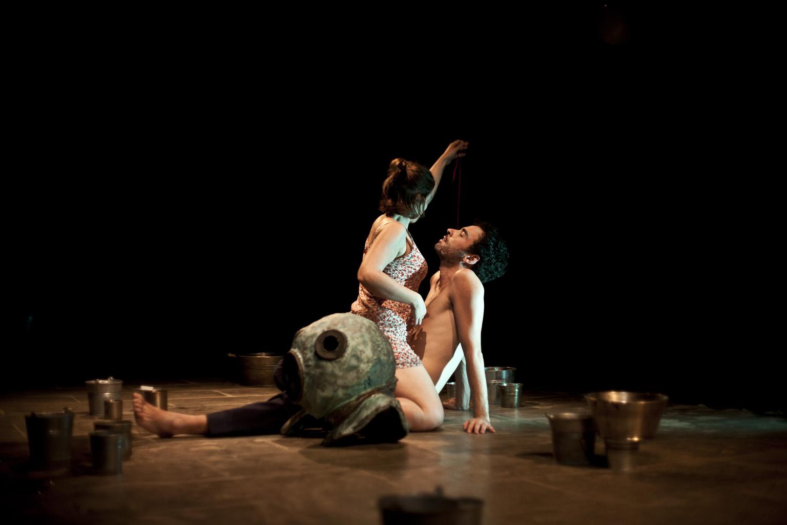 INTERIOR CON GOTERAS, Teatro