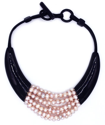Juggling Pearls Necklace