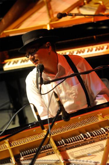 ricky-nye_grand-piano.jpg