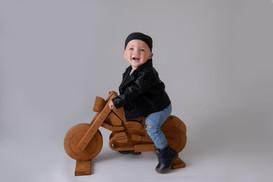 junge mit motorrad