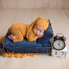 Baby schläft auf dem Bettchen