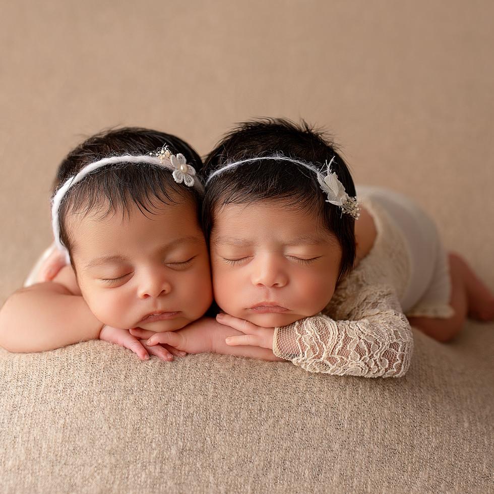 neugeborene Zwillingsschwester